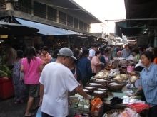 タラートプルー市場